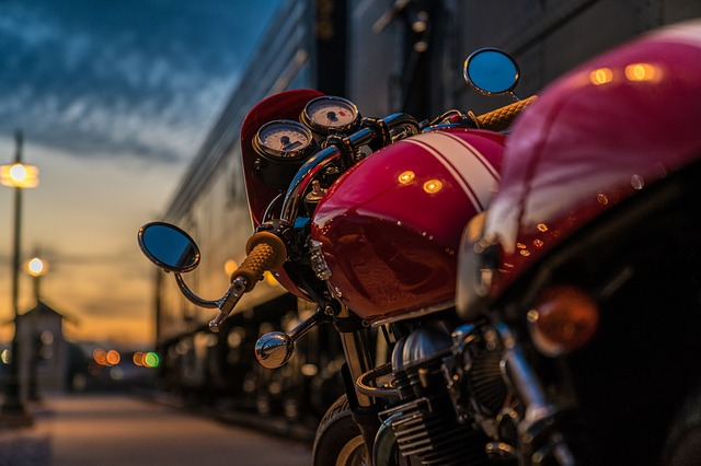 motorcycle-2186589_640
